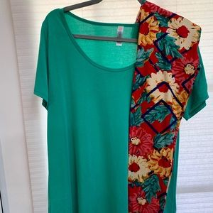 Lularoe Outfit Large Classic t os floral leggings